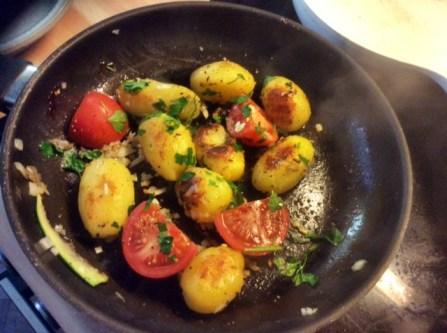 8.3.16 - Zucchini,Paprikasalat,Gurkensalat,Kartoffeln,Spiegelei (11)