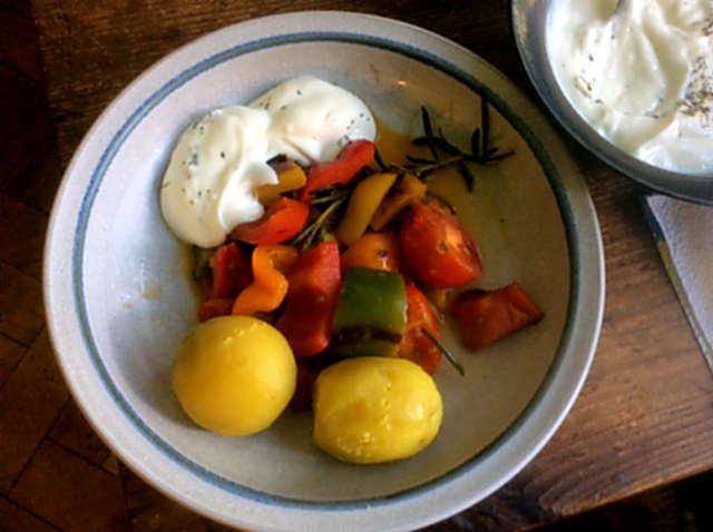 18.4.16 - Paprikapfanne,Joghurtdip,Kartoffeln,vegetarisch (1)