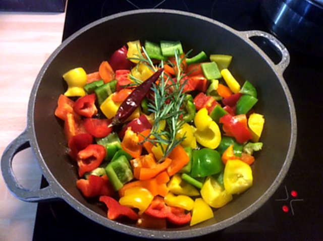 18.4.16 - Paprikapfanne,Joghurtdip,Kartoffeln,vegetarisch (5)