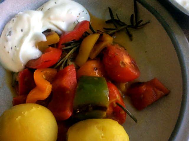 18.4.16 - Paprikapfanne,Joghurtdip,Kartoffeln,vegetarisch (9)