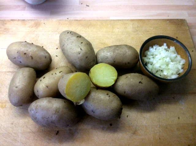 23.4.16 - Kartoffelsalat,pochiertes Ei,Gurkensalat (3)