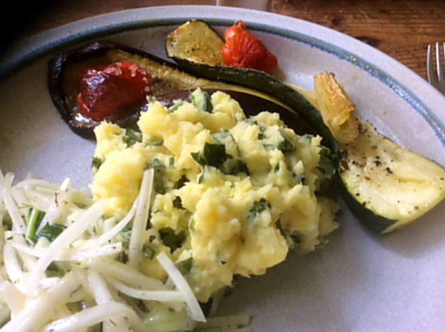 25.4.16 - Ofengemüse,Kartoffelstamp mit Löwenzahn,Kohlrabisalat (18)