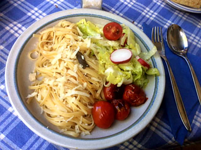 8.5.16 - Nudeln,Salbeiöl,Salat (1)