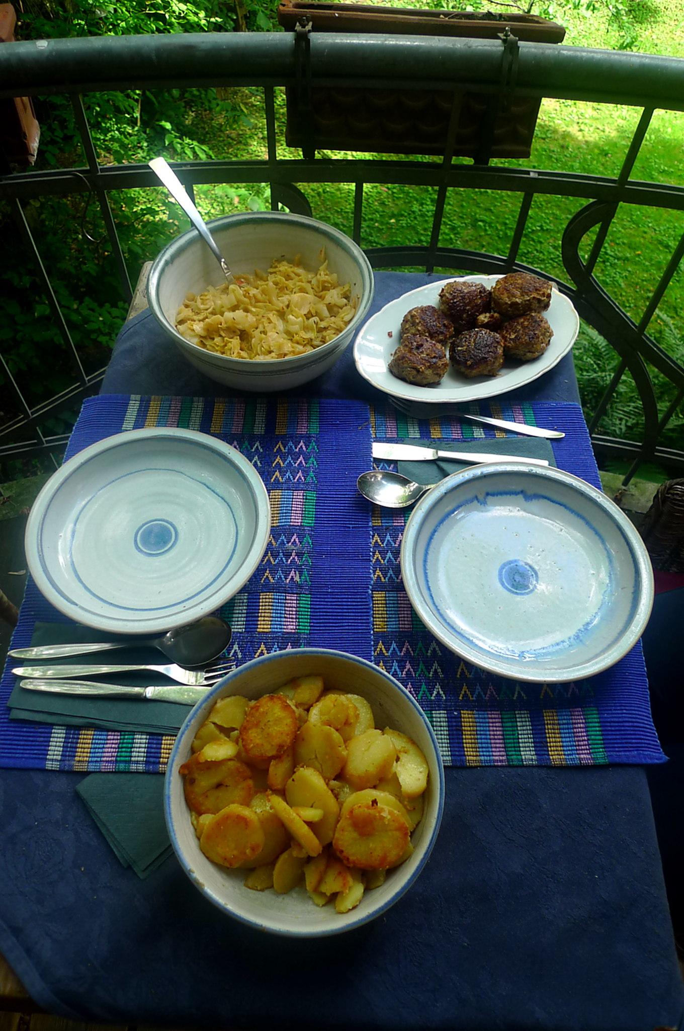 22.6.16 - Spitzkohl,Frikadellen,Bratkartoffeln (11)