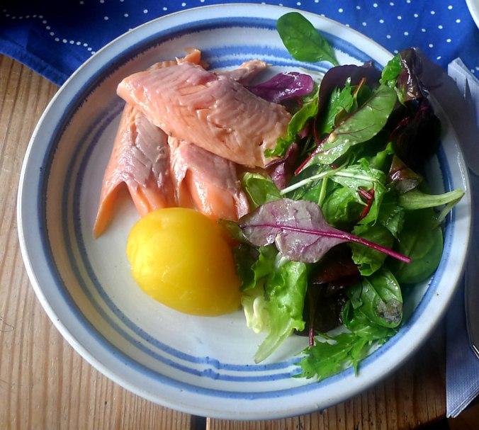 lachsforellemischsalatpellkartoffeln-1