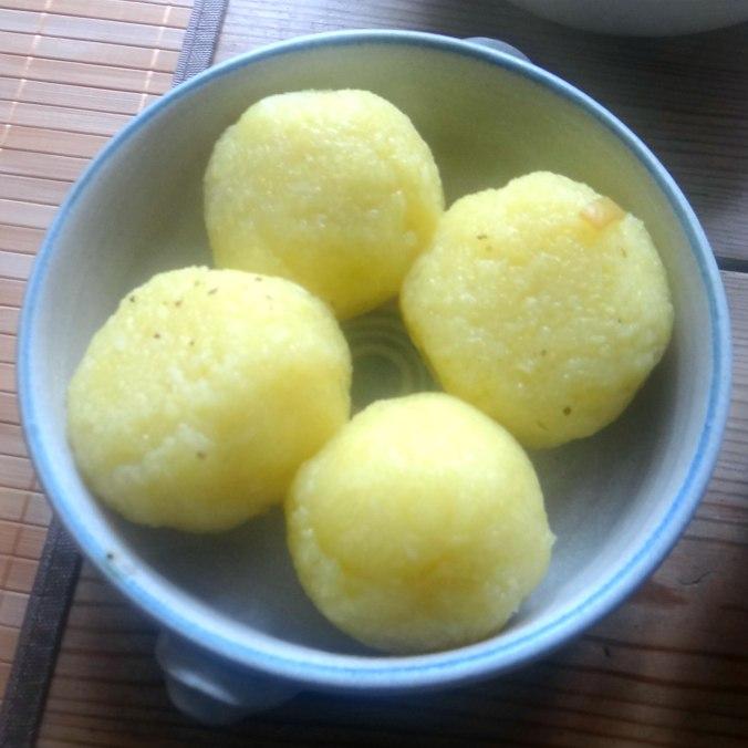 Zwiebelsoße,Klöße,Chicoreesalat (16)