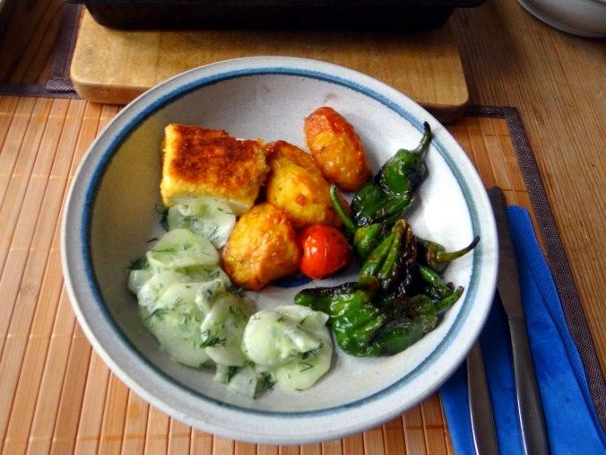 Gebackener Feta,Ofenkartoffel,Pimientos,Gurkensalat,Walleln (14)