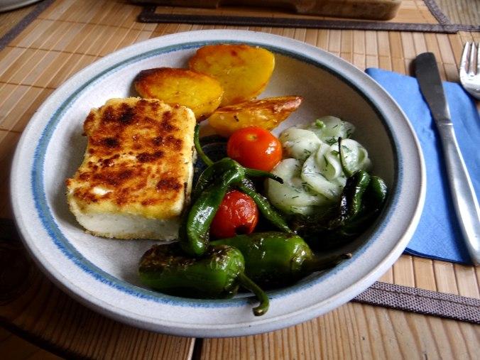 Gebackener Feta,Ofenkartoffel,Pimientos,Gurkensalat,Walleln (15)