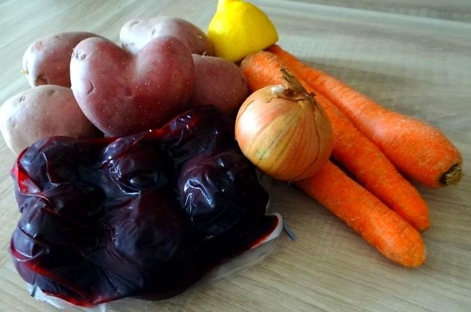 Rohgebratene Kartoffeln,Möhrensalat,Rote Bete Salat (4)