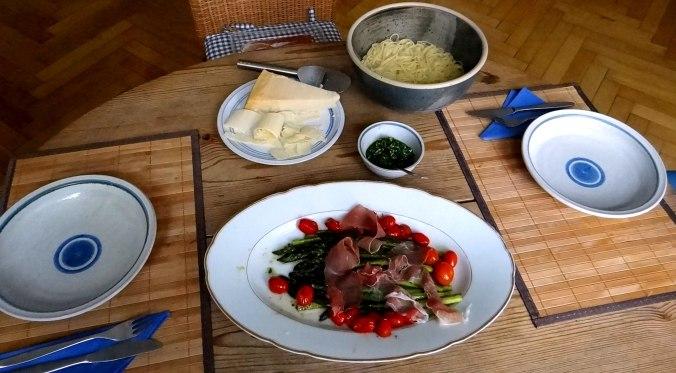 Spaghetti,Grana Padano,Prosciutto di San Daniele,grüner Spargel,Bärlauchpesto,Avocado (1)