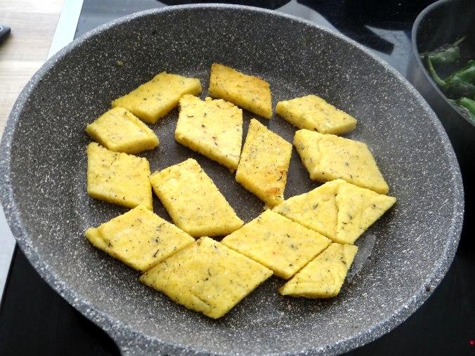 Shitake,Polenta,Pimientos,Salat, (9)
