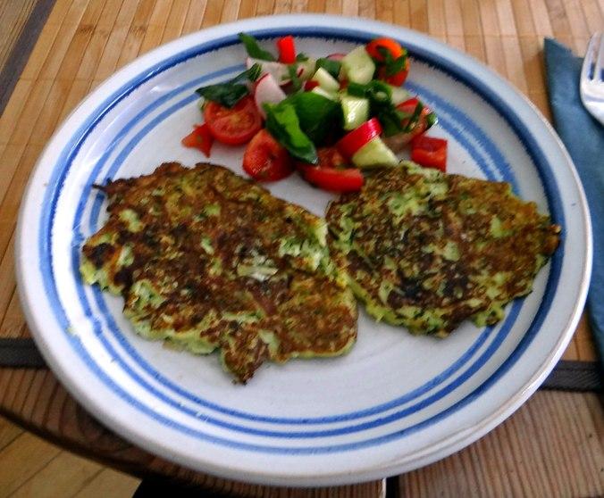 Zucchini Puffer,Salat (17)