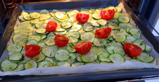 Lauwarmer Zucchinisalt,gedämpfte Möhren,Gurkensalat,Guacamole (10)