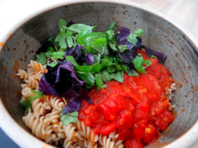 Emmer-Spirelli,Tomatensauce,Flußkrebse,Basilikum (10)