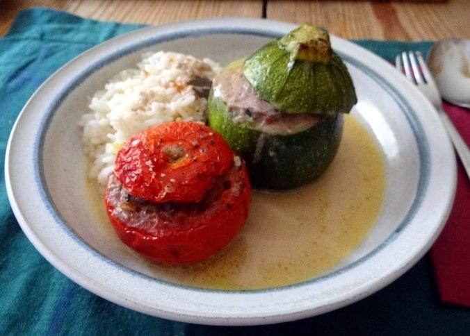 Gefüllte Paprika,Schmorgurke,Tomate,Zucchini,Reis,Bananeneis (2)