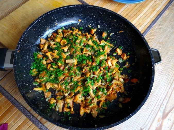 Pfifferlinge,Pellkartoffeln,Spillingskompott,vegetarisch (9)