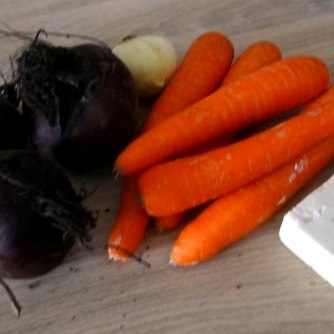 Rote Beete Gemüse,Möhrensalat,gebratener Feta,Pellkartoffeln,vegetarisch (5)