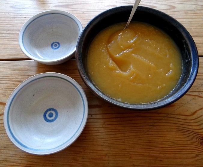 Matjes Tatar,Rote Beete Salat,Pellkartoffeln,Apfelkompott (4)