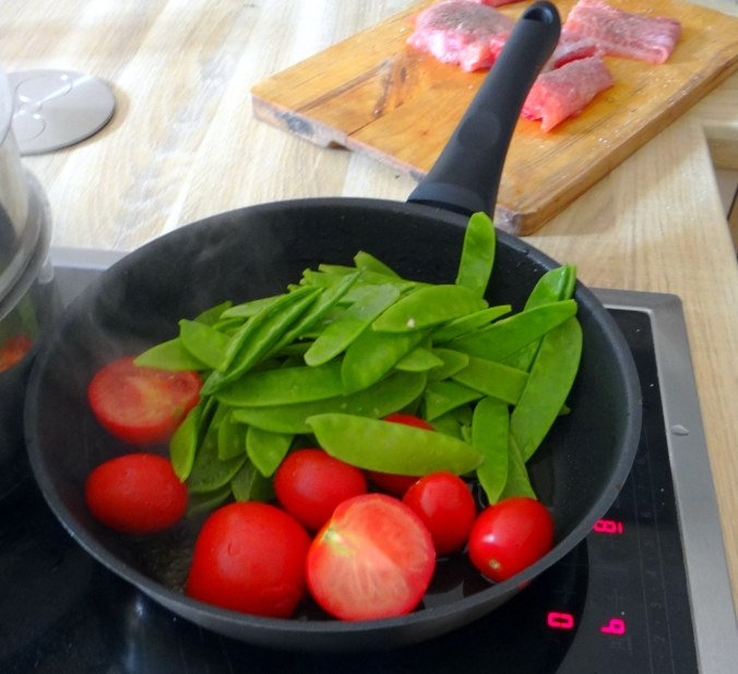 Wels mit roten Kartoffeln und Kaiserschoten (8)