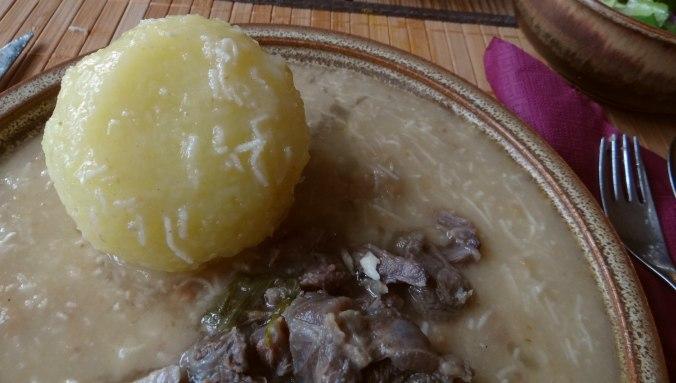 Meerrettichsauce Beinscheibe,Klöße,Salat (2)