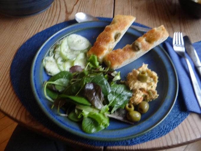 Hummus,Salate und Foccacia (17)