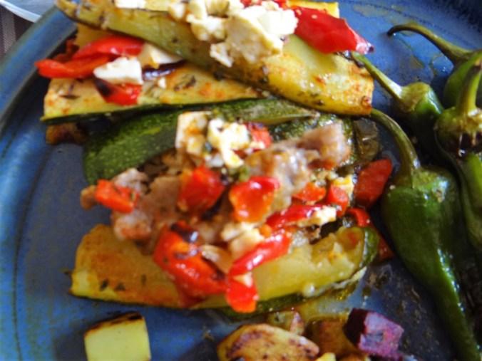 Zucchini Pfanne,Rohgebratene Kartoffeln,Pimientos,Obstsalat (3)