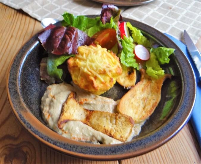 Kräutersaitlinge,Kartoffelküchlein,Baba Ganoush (1)