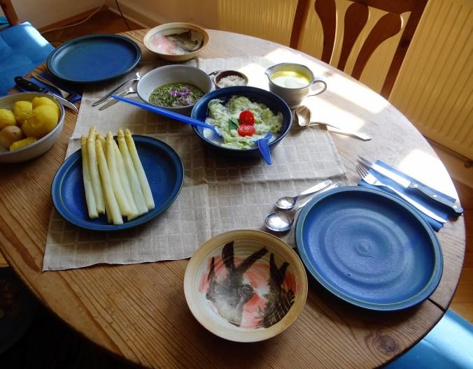 Spargel,Pesto,KartoffelnGurkensalat,Erdbeeren (11)
