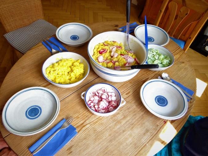 Kartoffelsalat,Radieschen,Gurkensalat,Rührei (3)