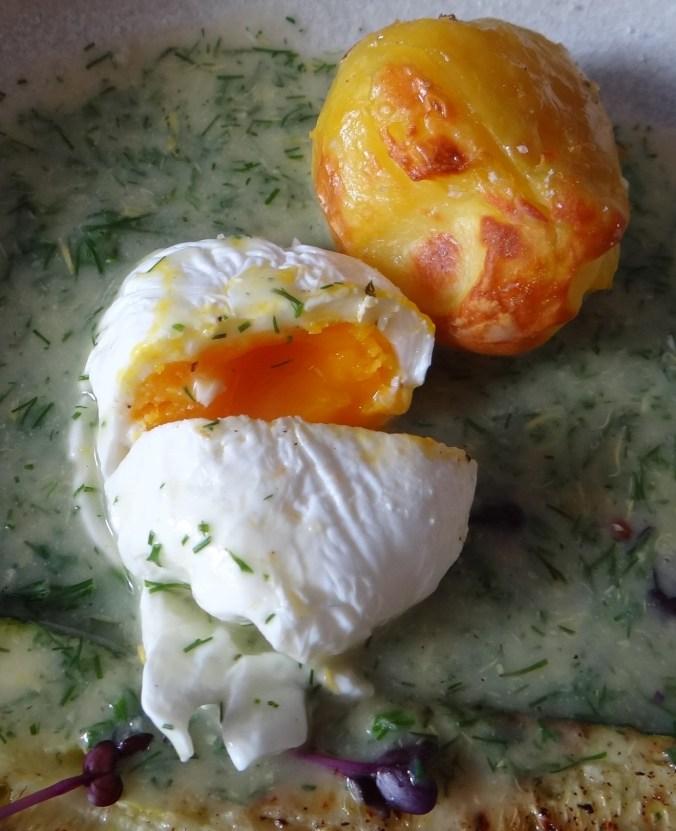 Röstkartoffeln,Dillsoße,pochierte Eier (3)