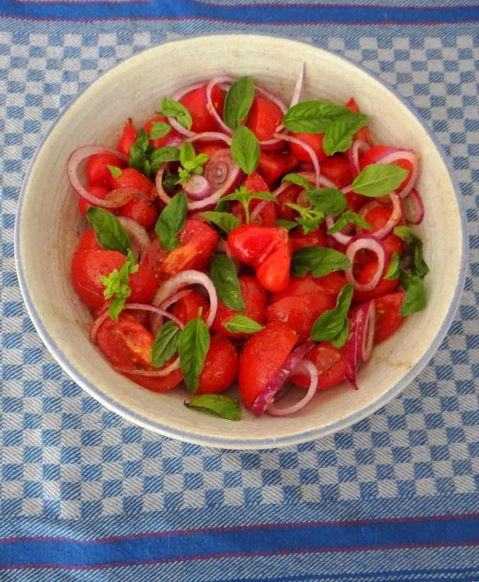Bohnen-Möhren,Tomatensalat,Bamberger Hörnchen. (12)