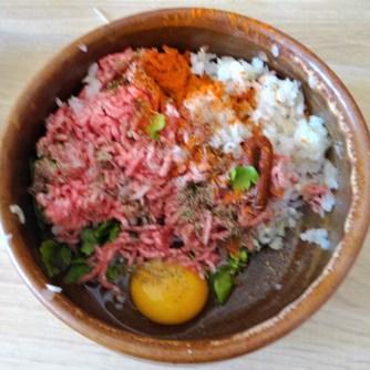 Cevapcici,Tzatziki,Kartoffelspalten,bunter Salat (7)
