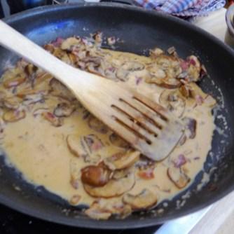 Kürbisgnocchi,Champignon,Salbeibutter,Salat,Birnenkompott (8)