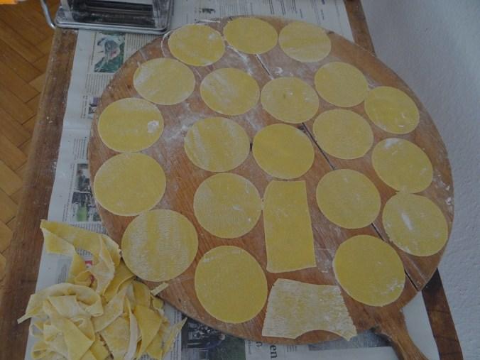 Ravioli mit Feta-Spinat Füllung und Salbei Butter (5).JPG