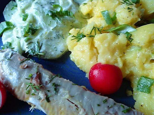 Kartoffelsalat und gräucherte Makrele,Birne in Glühwein , (21)