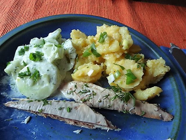 Kartoffelsalat und gräucherte Makrele,Birne in Glühwein , (3)