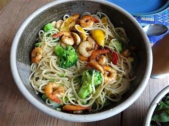 Limetten Spaghetti mit Garnelen und Brokkoli,bunter Salat (18)