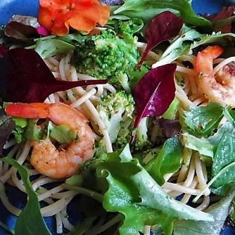 Limetten Spaghetti mit Garnelen und Brokkoli,bunter Salat (21)