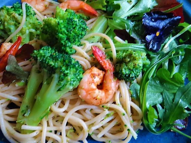 Limetten Spaghetti mit Garnelen und Brokkoli,bunter Salat (3)