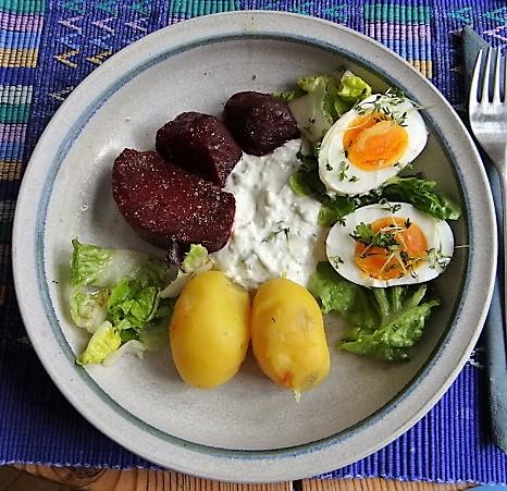 Meerrettichquark,                                      Rote Beete,Ei,Salat,                  Pellkartoffeln