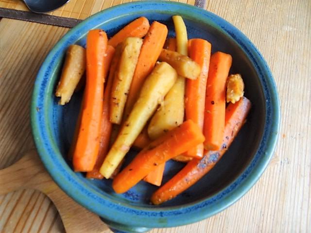 Ingwer Möhren,Pastinaken und   gegrillten Fenchel in Orangensauce