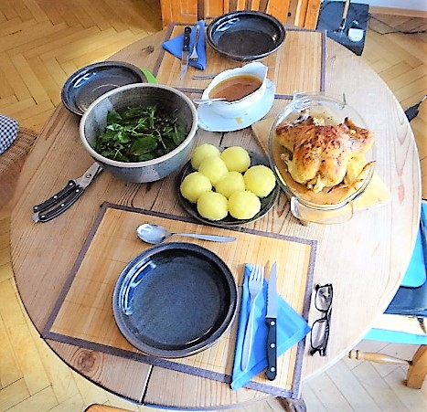 Mais Poularde,mediterraner Salat,Klöße halb und halb (15)