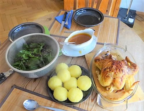 Mais Poularde,mediterraner Salat,Klöße halb und halb (3)