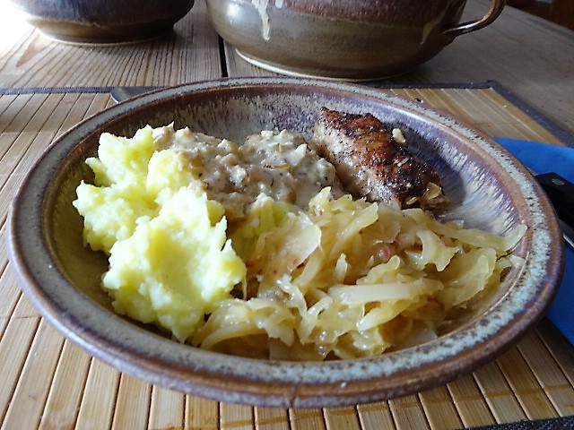Schweinebauch Roulade mit Sauerkraut und Kartoffelstampf (20)