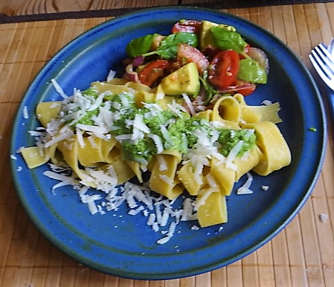 Tomaten Avocado Salat mit (1)