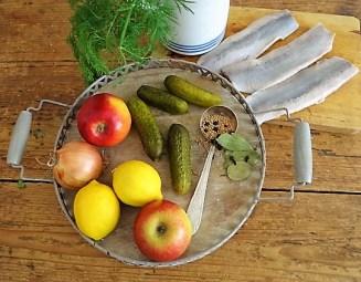 1Marinierter Hering,Rote Bete Salat, Bratkartoffeln (8)