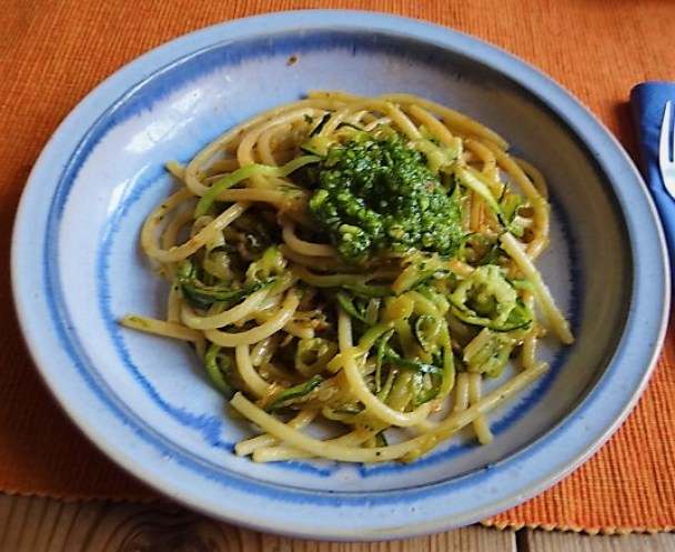 Hartweizengries Nudeln mit Zucchini Zoodles (1)