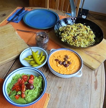 Kartoffel Zoodles, Gemüse im Gärkorb, Ajvar Feta Creme, Guacamole (22)
