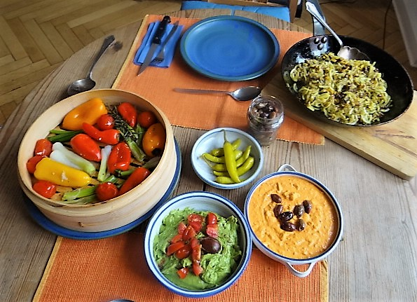 Kartoffel Zoodles, Gemüse im Gärkorb, Ajvar Feta Creme, Guacamole (4)