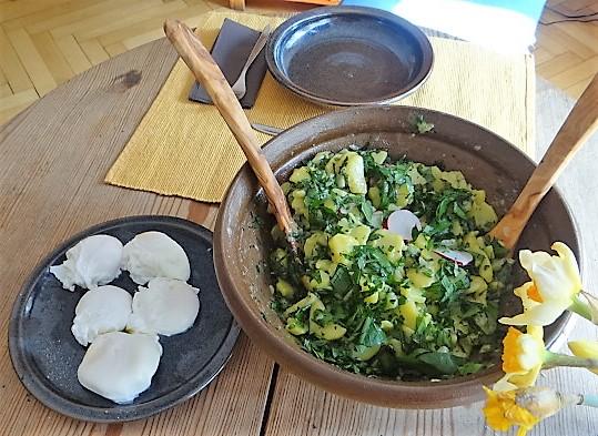Kartoffelsalat mit Bärlauchund pochierten Eiern (5)